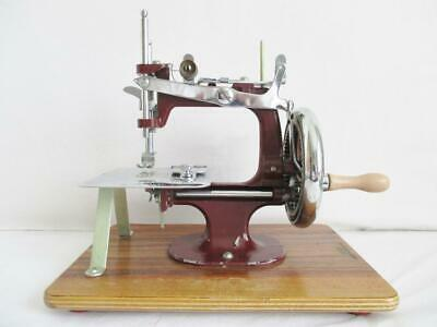 "FABULOUS ORIGINAL 1940/50s ""ESSEX"" MINIATURE SEWING MACHINE CHILDS SIZE ENGLAND"