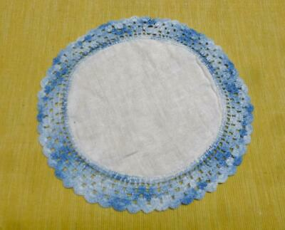 """Pretty Vintage 7 1/2"""" Round White Linen Doily With A Blue Crocheted Border."""