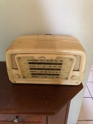RARE, Bakelite white vintage radio, works perfectly. In great condition. 1940's.