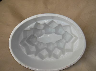 Unusual Vintage Heavy White Pottery Jelly Mould Diamond Point Design 30 6