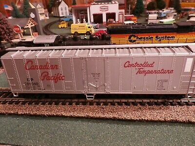 Athearn 1619 HO 50' Reefer Canadian Pacific  Rail car with box