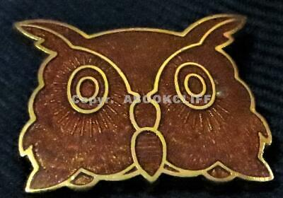 GIRL GUIDES GUILLOCHE BROWN OWL LEADER BADGE CANADA Pin Mint