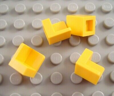 LEGO Lot of 4 Yellow 1x1x1 Corner Wall Panel Pieces
