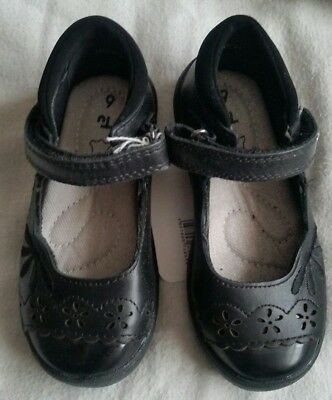 Girls Tu  Leather School / Party Shoes - Flower - Scuff Resistant Size 7.5  Bnwt