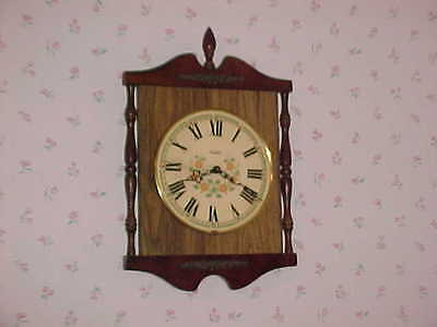 GREAT Vtg VERICHRON Hitchcock Style quartz Working  wood Wall Clock 1960's