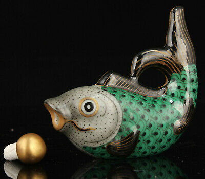 China Hand-Painted And Embossment Jingdezhen Porcelain Fish Snuff Bottle