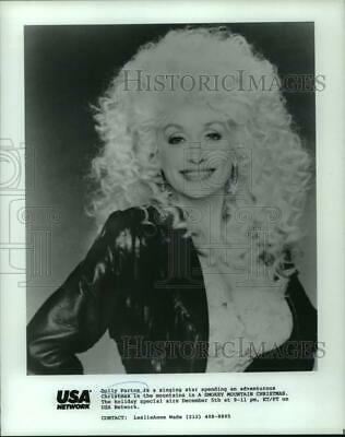 "1989 Press Photo Dolly Parton stars in a special ""A Smokey Mountain Christmas"""