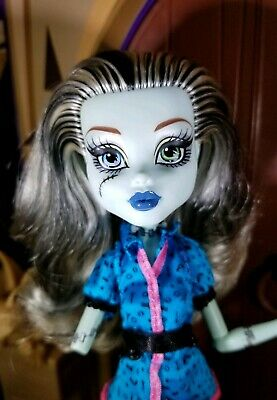 Monster High Frankie Stein Doll Scaris City Of Frights Outfit Boots OOAK