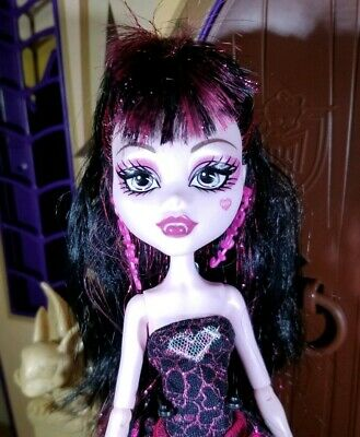Monster High Draculaura Sweet 1600 Birthday Doll Cake Shoes Earrings Outfit