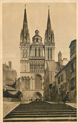 Cp Angers Cathedrale Et Montee Saint-Maurice