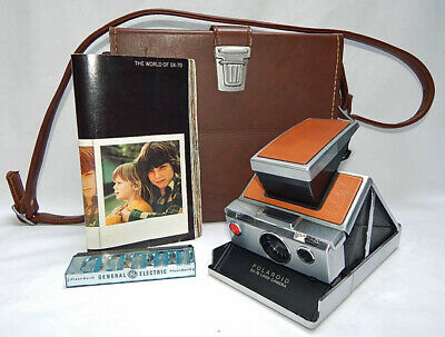 Very Nice Polaroid Sx-70 Land Camera With Case, Booklet And Flash Bar