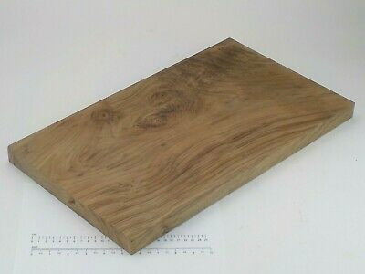 English Walnut wood board.  292 x 510 x 30mm.  Chopping, plank, table top.  3212