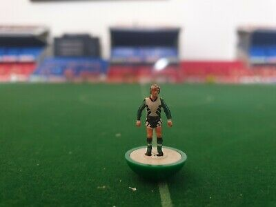 Subbuteo spare lw player Liverpool 2nd/away ref 742