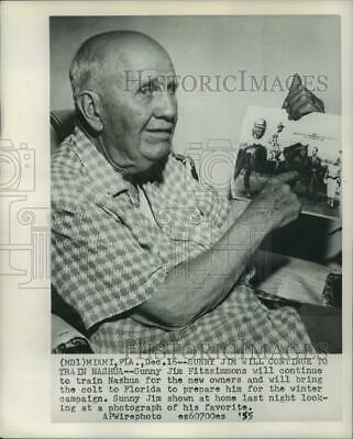 1955 Press Photo Sunny Jim, horse trainer, shows photo of his favorite horse.