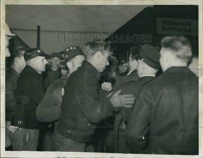 1937 Press Photo Picketers fighting around the main gate at Mueler Brass.