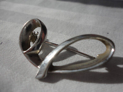 Silverplated signed SARAH 4 gram 33mm from the initial series J ? vintage brooch