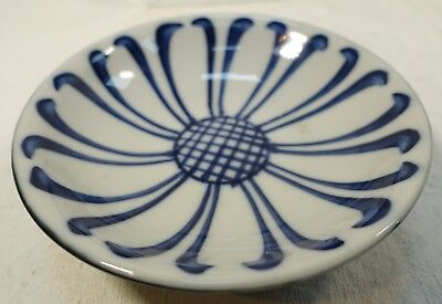 "a104 CHINESE PORCELAIN LOTUS DESIGN LOW BOWL, blue & white, black 5 1/4"" VINTAGE"