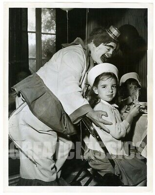 LIZA MINNELLI AS A CHILD 1950s BIRTHDAY PARTY ORIGINAL VINTAGE PHOTOGRAPH
