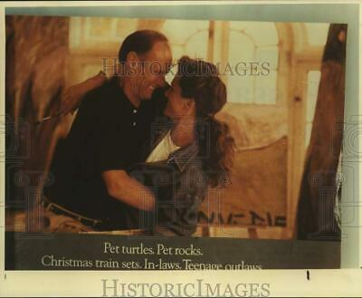 1991 Press Photo Mayor Nelson Wolff look-a-like with lady in ad, Texas