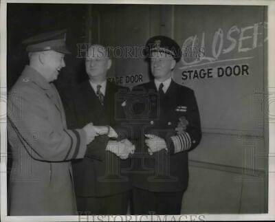 1946 Press Photo Dwight Eisenhower at the Closing of the Stage Door Canteen