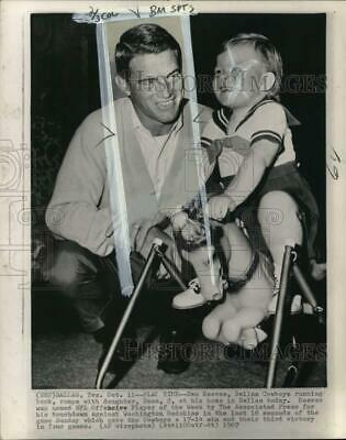 1967 Press Photo NFL Offensive Player of the Week Dan Reeves & daughter Dana, TX