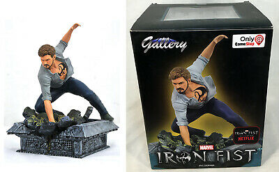 Diamond Select Marvel Gallery Gamestop Exclusive IRON FIST Figure, Box Damage