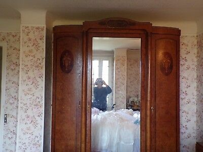Ancienne Chambre A Coucher Comportant 1 Armoire 1 Commode