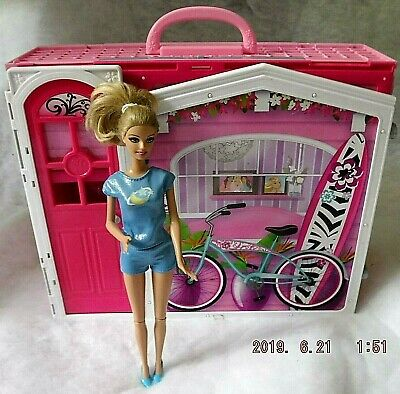Barbie Glam Vacation Dollhouse Pink Foldable Mattel 2009 Preowned w/ BARBIE DOLL