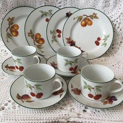 4x Royal Worcester,Evesham Vale,tea cups and saucers Dessert Plates Trios