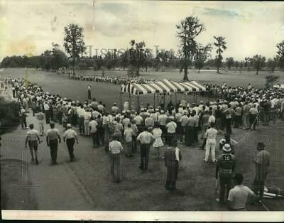 1968 Press Photo Greater New Orleans Open golf fans at the No. 1 tee box