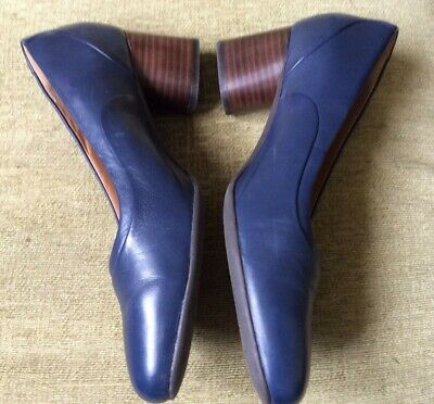 Clarks .. Navy Blue Unstructured Shoes .. Uk Size 7D .. Worn Once!