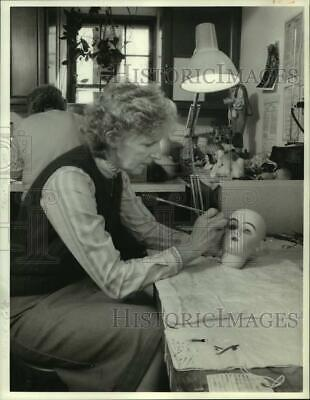 1986 Press Photo Donna Curtin Painting Ceramic Doll Face at Home in Syracuse