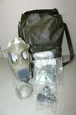czech m10 gas mask with carry bag