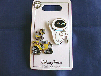 Disney * WALL-E & EVE * 2 Pin Set  * New on Card Trading Pins