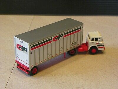 """Athearn 1/87th HO scale Consolidated Freightways Ford """"C"""" tractor trailer"""