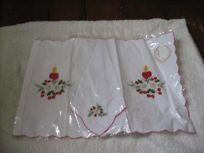 Brand New Vintage Christmas Design Place Mat And Napkin Embroidered Unopened
