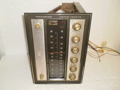 Vintage Magnavox Astro-Sonic Stereo AM-FM Tuner / Preamplifier