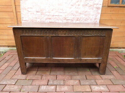 LOVELY ANTIQUE 17th CENTURY HAND CARVED OAK COFFER WITH MAKERS MARK.
