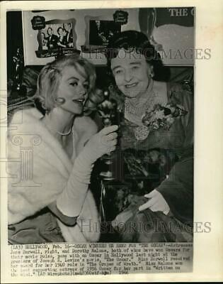 1966 Press Photo Actresses Jane Darwell and Dorothy Malone hold Oscar