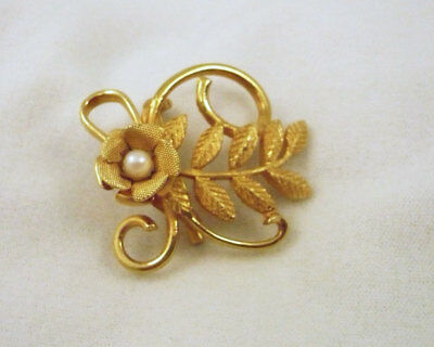 Vintage Coro gold tone metal flower & leaf design with faux pearl brooch pin