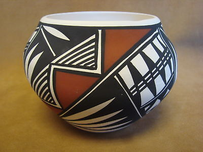 Native American Acoma Indian Pottery Hand Painted Pot by N. Victorino PT0145