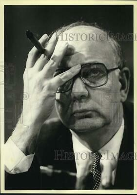1980 Press Photo Paul A. Volcker holds hand up to head. - saa37952