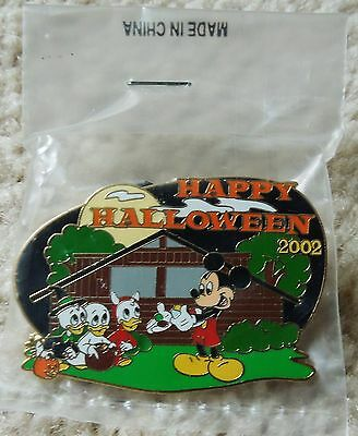 COLLECTORS 2002 Disneys Halloween Cast Member Exclusive Pin, Mint, Sealed, New