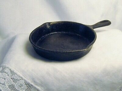 ANTIQUE TOY CAST IRON FRYING PAN, A STOVE COMPANY'S AD GIMMICK, LATE 1800's
