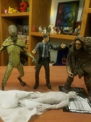 X-Files Action Figures Lot Of 4 McFarlane Toys 1998