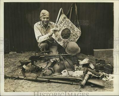1942 Press Photo Edward Widdis looks over captured Japanese material - sax15133