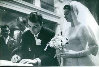 Jacqueline Boyer getting married with a man. - Vintage photo