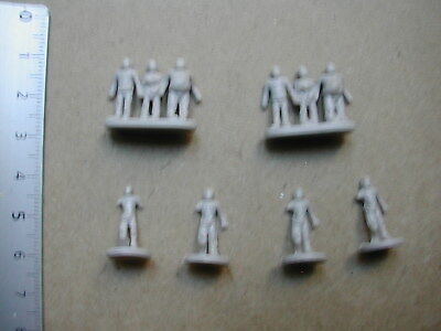 Zombies (2 Groups + 4) Risk Walking Dead Miniatures +- 15Mm? /M351