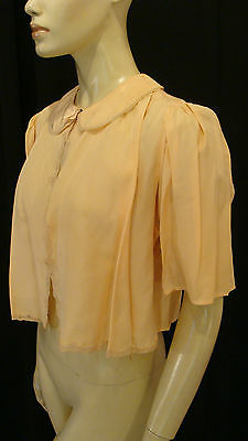 40s VINTAGE PEACH RAYON BED JACKET w MATCHING LACE PANELS & SMOCKING S