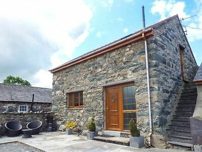 7 Nights Stay in a Romantic Cottage 5th October 2019 In Bangor North Wales
